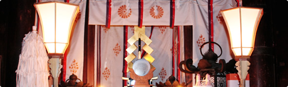 西本宮拝殿祈祷