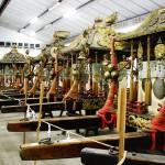 神輿収蔵庫に納められている重要文化財の神輿。